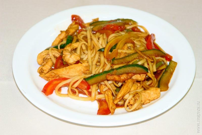 Рецепт лапши удон с курицей и овощами и терияки